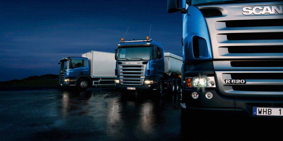 https://hispanialog.com/wp-content/uploads/2015/09/Three-trucks-on-blue-background-1080x540.jpg