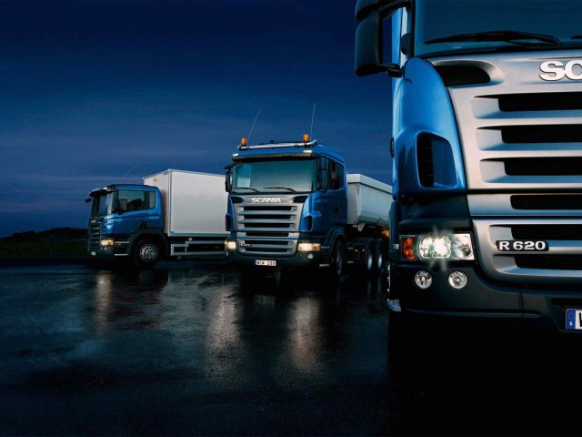 https://hispanialog.com/wp-content/uploads/2015/09/Three-trucks-on-blue-background-640x480.jpg
